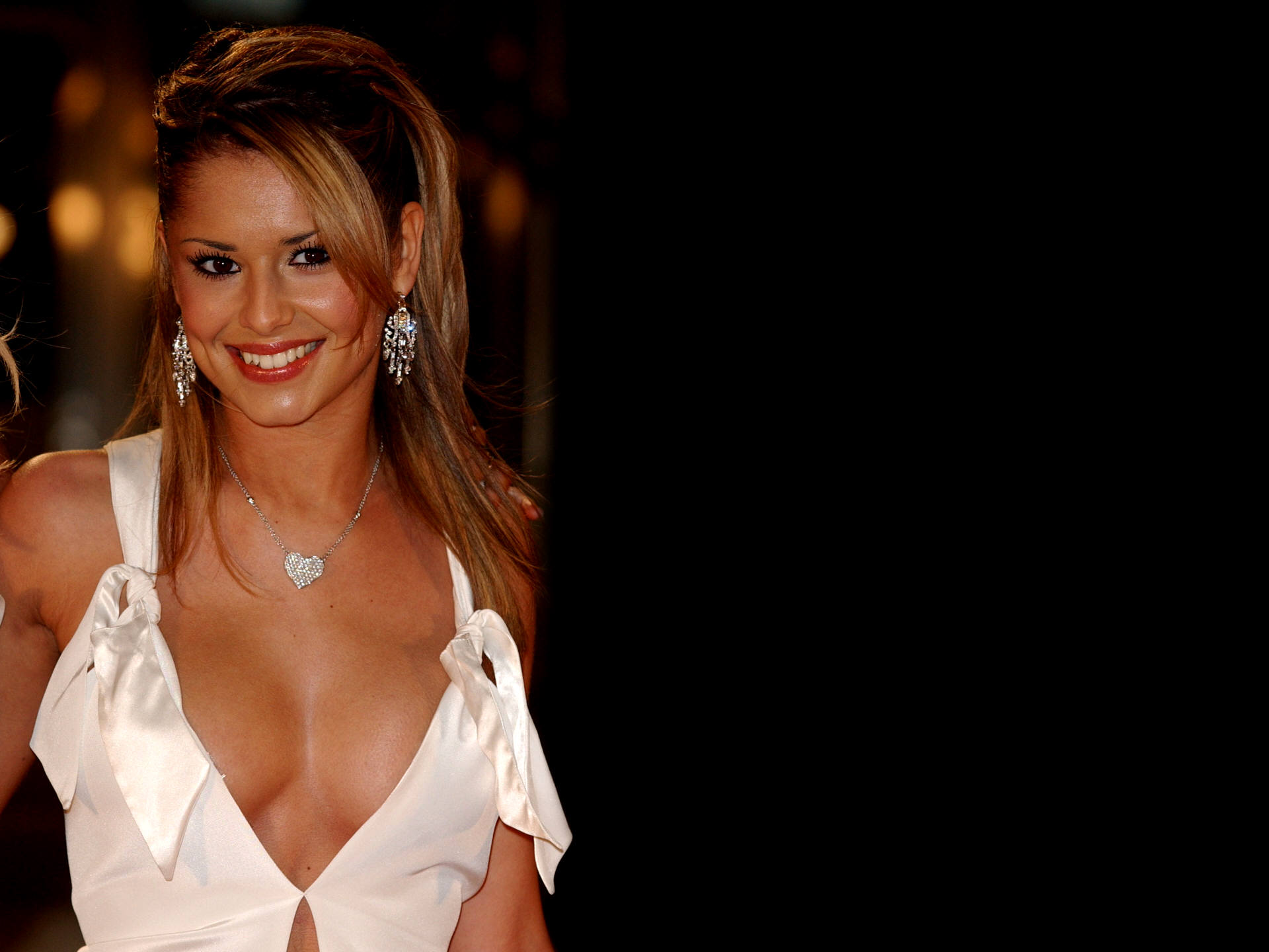 Cheryl Cole cleavage wallpaper: Close up of Cheryl and her cleavage on ...