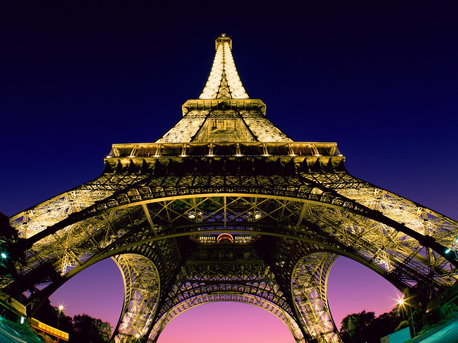 Free eiffel tower in paris france wallpaper